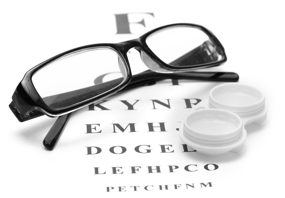 7912485711fb Главный аргумент в пользу очков — это простота их использования. Снять или надеть  очки можно в любое время и в любом месте, в то время как для аналогичных ...