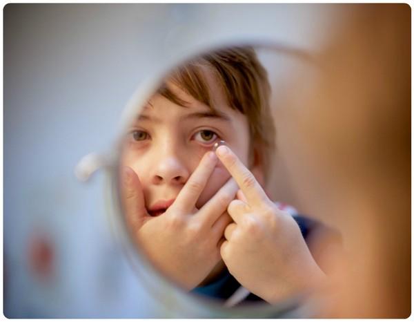 Контактні лінзи і діти: з якого віку можна носити лінзи? - linza.com.ua